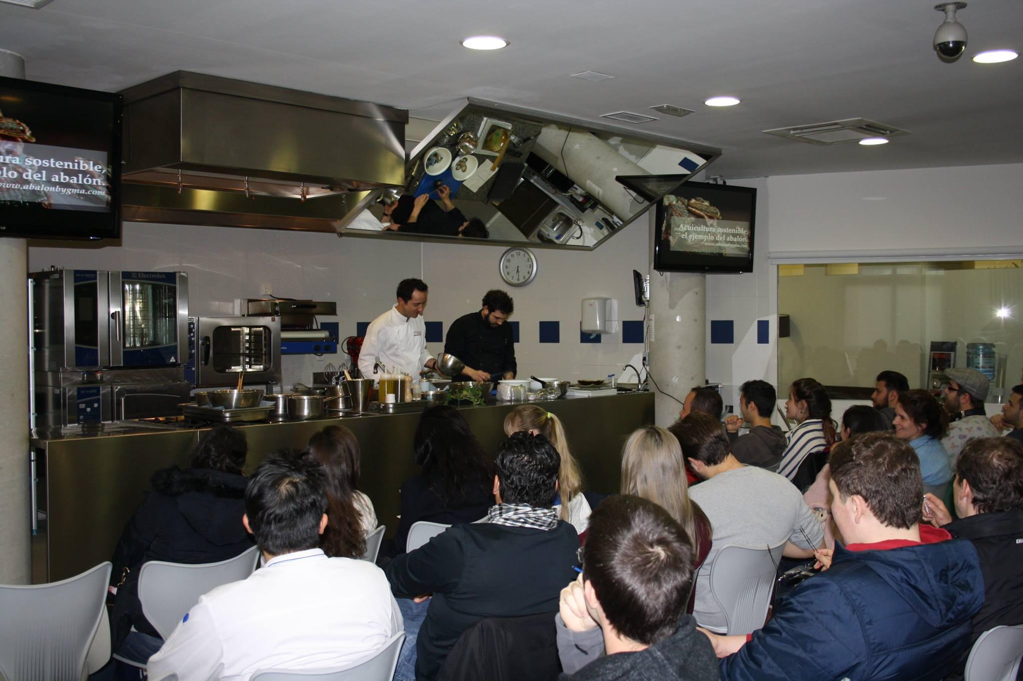 La empresa Galician Marine Aquaculture visita la escuela Le Cordon Bleu en Madrid.