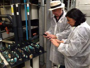 osé Carlos Capel y su mujer Julia Pérez Lozano visitan la planta de acuicultura de abalones en Muros, A Coruña.